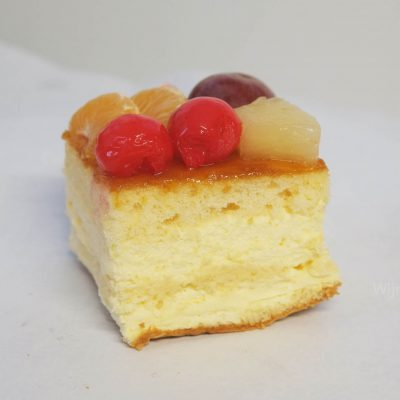 vruchten en mocca gebak